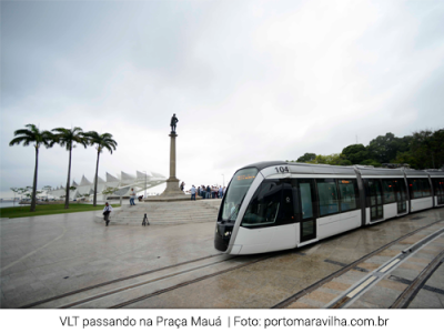 Foto VLT passando na Praça Mauá